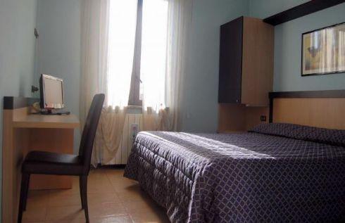 Hotel Visconti Cremona - scorcio camera