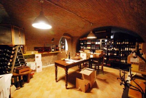 cantina dei vini dell'Osteria La Sosta a Cremona