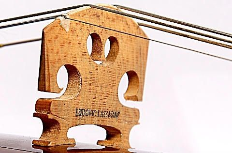 Ludovic Lassarat particolare di strumento