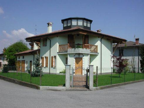 la casa sede del laboratorio di Maurizio Tadioli