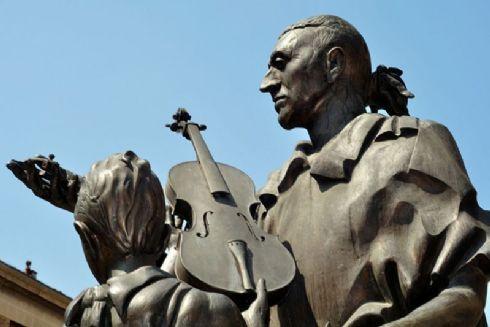 Cremona piazza dedicata a Antonio Stradivari