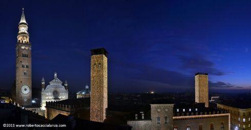 Cremona in notturna in uno splendido scatto di Roberto Caccialanza